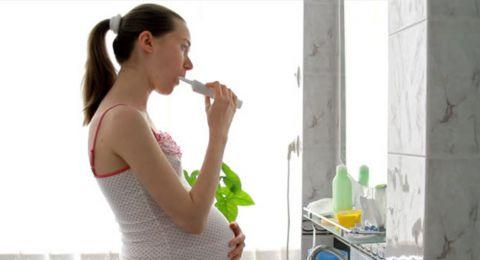 للحامل.. اعتني بنظافة أسنانك لتجنّب هذه المخاطر
